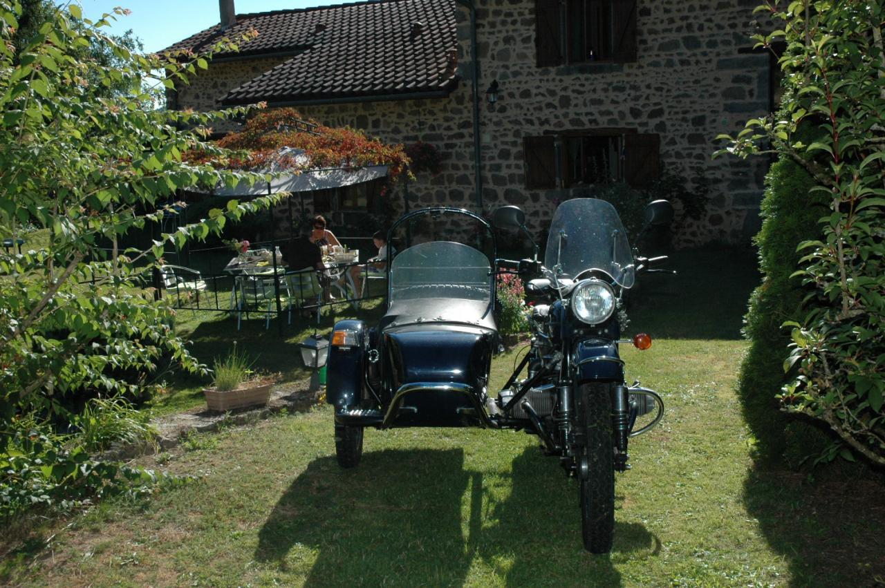 Visitez les Monts du Lyonnais à moto