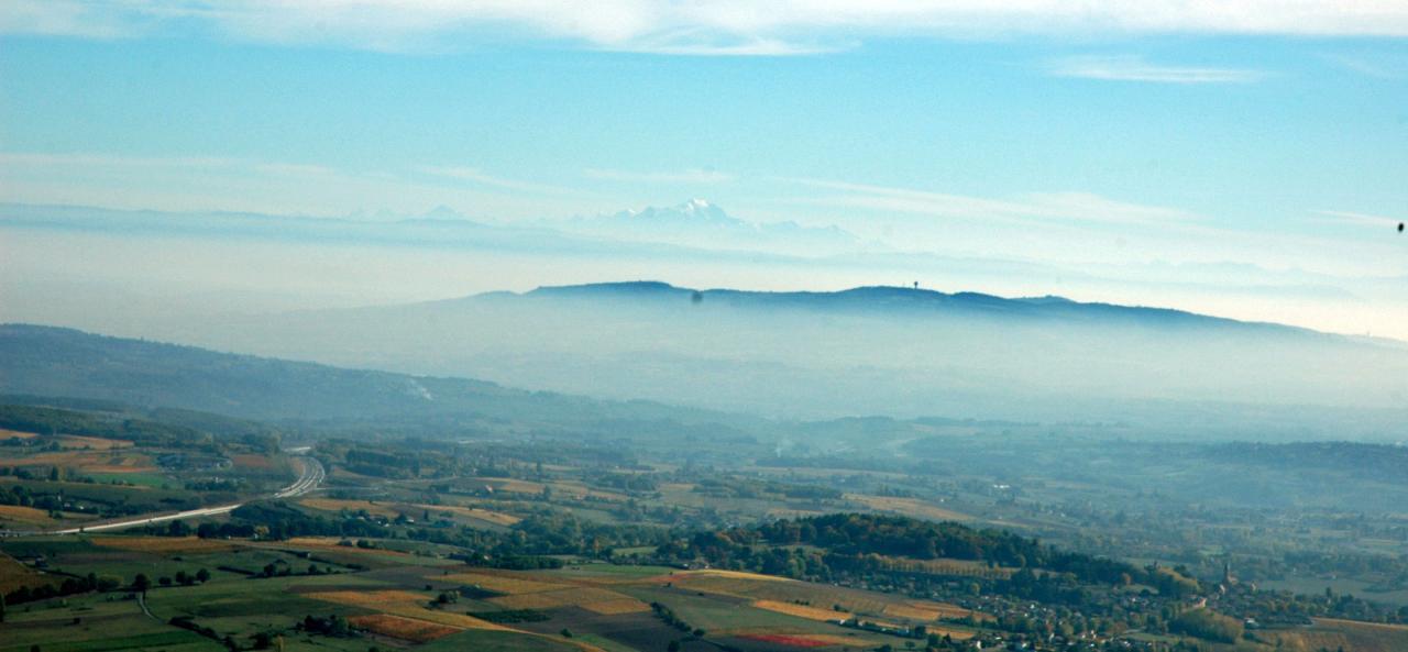 A gauche A89, 1er plan Mt Verdun, 2 em plan Mt Banc