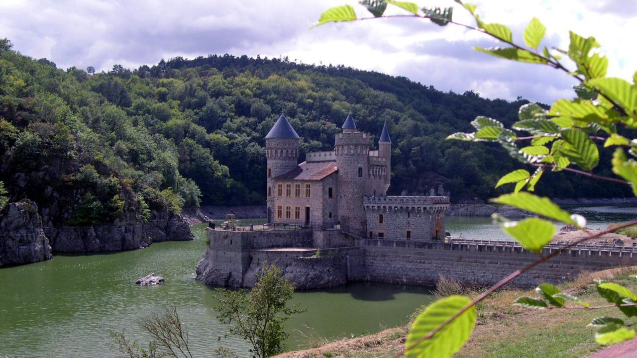 Chateau de la Roche, gorges de la Loire