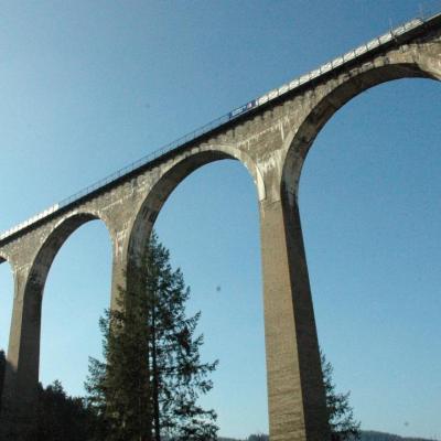 inauguré en 1923 ligne de chemin de fer reliant Régny à