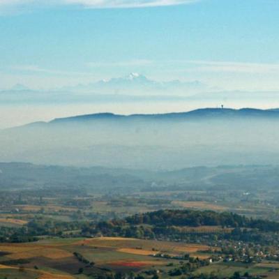 En paramoteur: 1ier plan Mont Verdun, 2 ème plan Mont Blanc